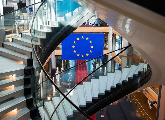Arriva la tessera Europea per infermieri, farmacisti, fisioterapisti, guide alpine e agenti immobiliari