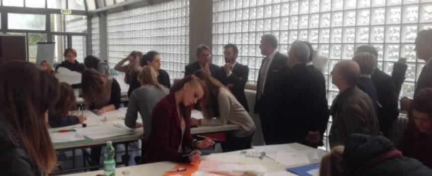 """Bando per accesso al corso per """"Tecnico Superiore per lo sviluppo e la produzione di articoli di abbigliamento e accessori pelle"""" a Firenze"""