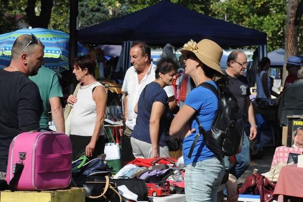 Il mercatino delle pulci campo di marte colle del for Arezzo mercatino