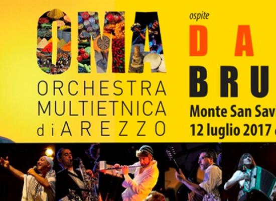 Dario Brunori apre il Festival delle Musiche ospite dell'Orchestra Multietnica di Arezzo, mercoledì 12 luglio 2017