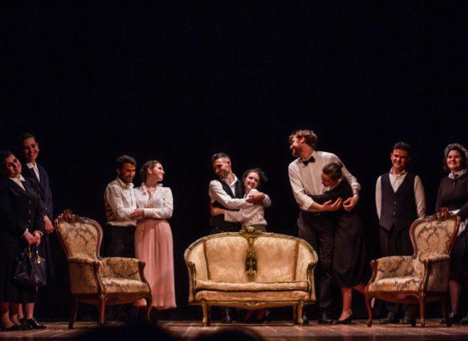 Inizio di stagione al Teatro Rosini con Avventure in Rue de Milan in attesa delle cene spettacolo