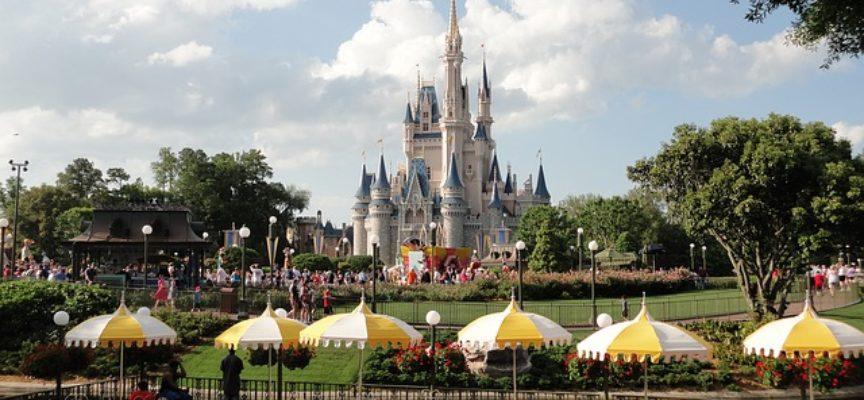 Opportunità di lavoro a Disneyland Paris: a Roma e Milano selezioni per i personaggi da parata Disney